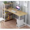 Escritorio computador con estanteria madera clara